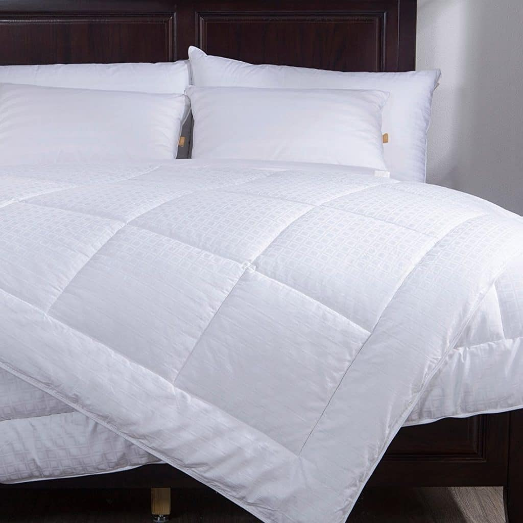 3 Best Down Alternative Comforters Available In The Market