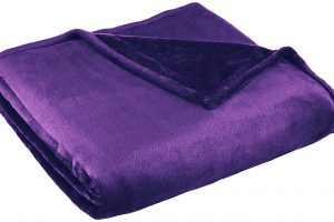 3 Best Rated Velvet Blankets Available On Amazon